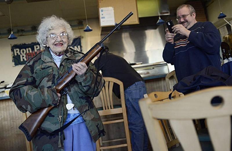 Веселые старушки хулиганят