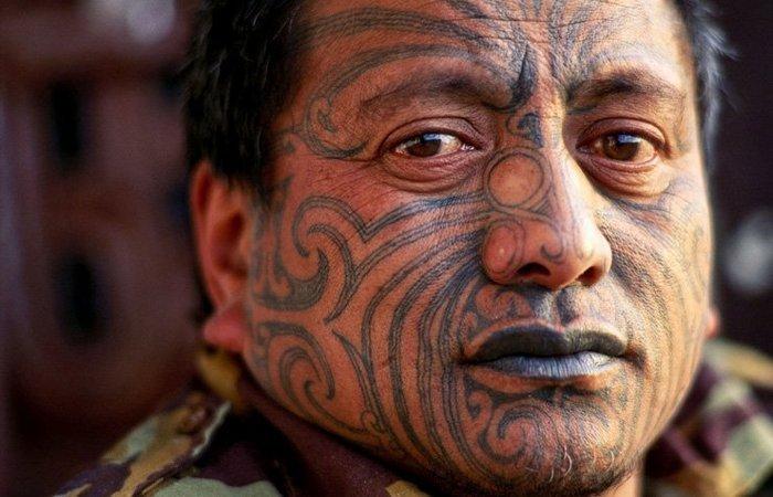 10 исторических примеров принудительных татуировок