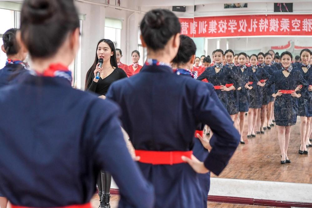 Подготовка стюардесс в Китае