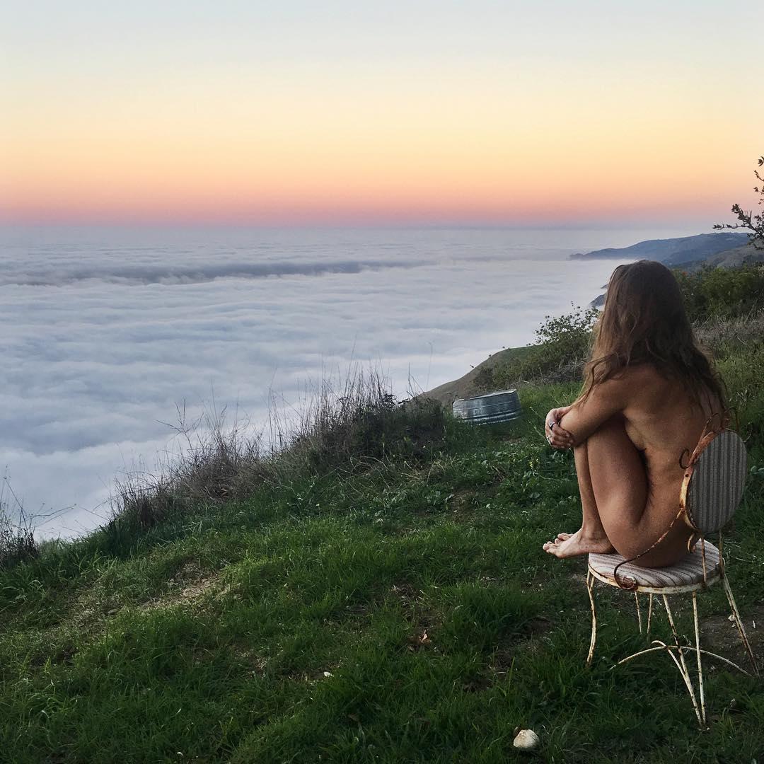 Авантюрный Instagram обнаженной хиппи