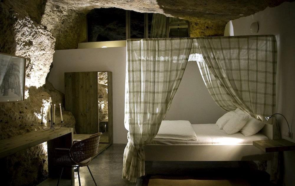 Жилой дом, интегрированный в известняковую пещеру