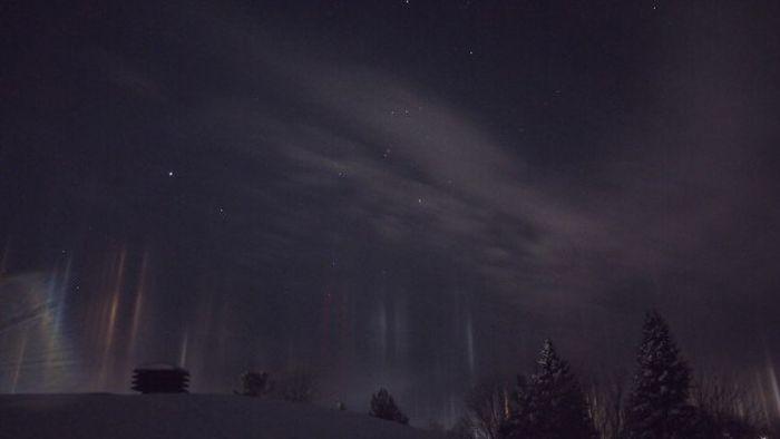 Природные световые столбы в Канаде