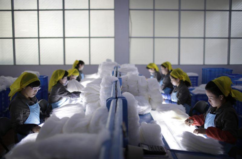 Экскурсия на шелковый комбинат в Северной Корее