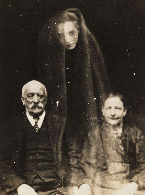 Призраки на снимках британского фотографа-спиритуалиста Уильяма Хоупа