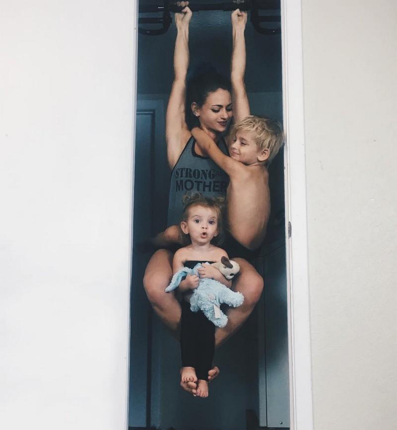 Йога от мамы вместе с детьми