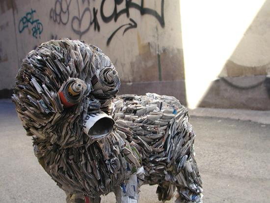 Необычные скульптуры из газет