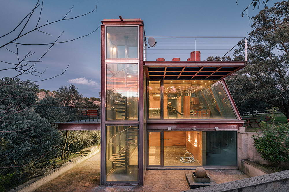 Стеклянный дом возле Мадрида