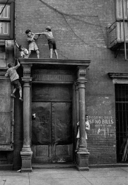 Старые снимки с развлечениями детей прошлого