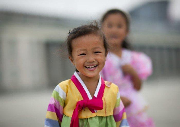 Как улыбаются жители Северной Кореи