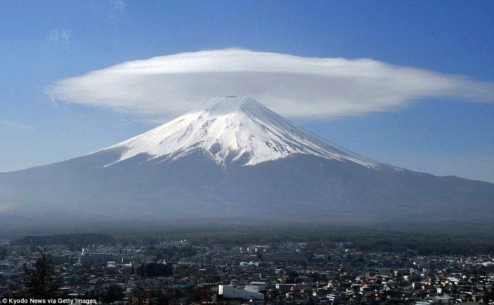 Лентикулярные облака, которые можно принять за НЛО