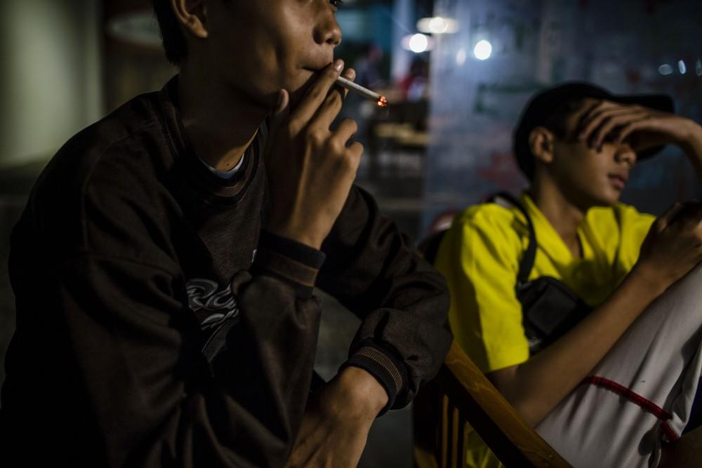 Курение среди детей в Индонезии