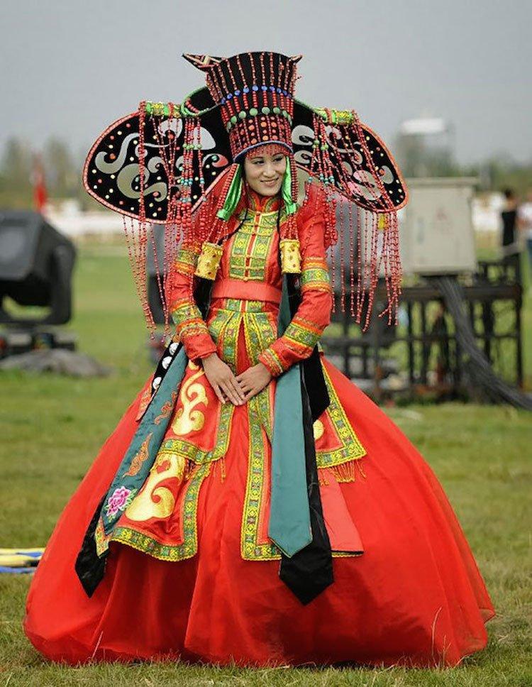 tradicionnye-svadebnye-naryady-so-vsego-mira-19 Традиционные свадебные наряды со всего мира. ФОТО