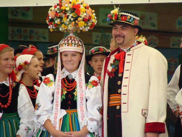 tradicionnye-svadebnye-naryady-so-vsego-mira-5 Традиционные свадебные наряды со всего мира. ФОТО