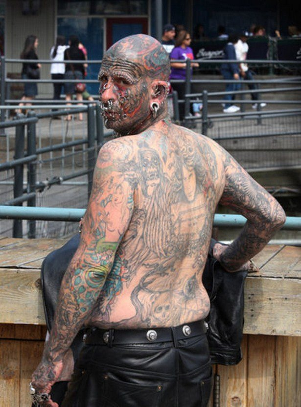Любители татуировок, которым все мало