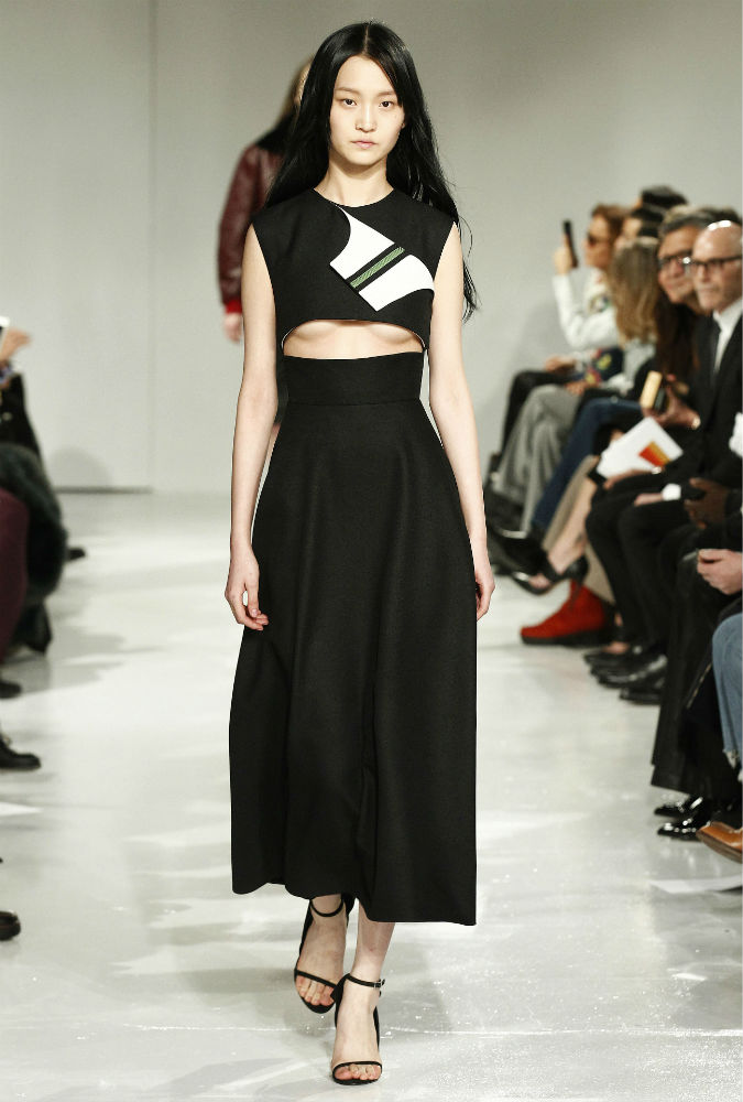 Декольте-перевертыш - новая модная тенденция