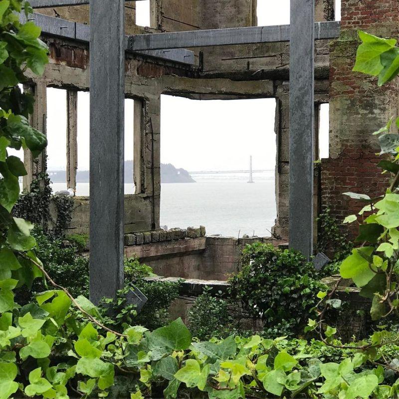 Алькатрас на туристических фотографиях