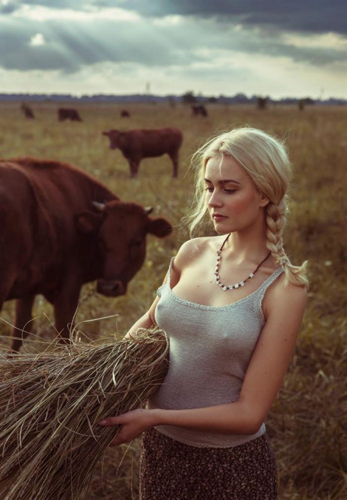 Попку домашнее негр трахает жену фермера на ферме загорелую блондинку