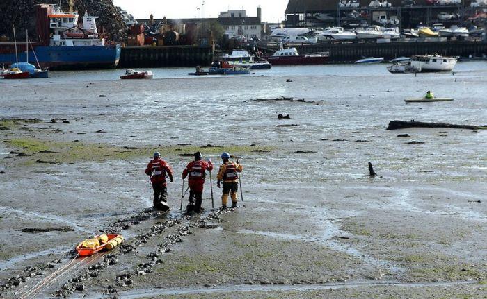 40 спасателей вытаскивали застрявшего в грязи байдарочника