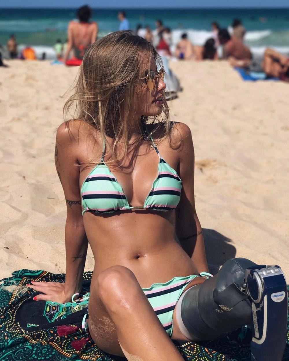 Красивые девушки в солнцезащитных очках