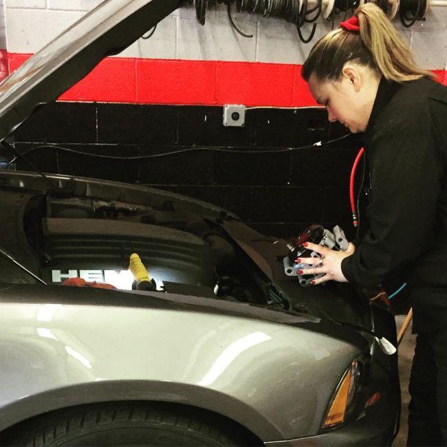 Женская автомастерская в Филадельфии