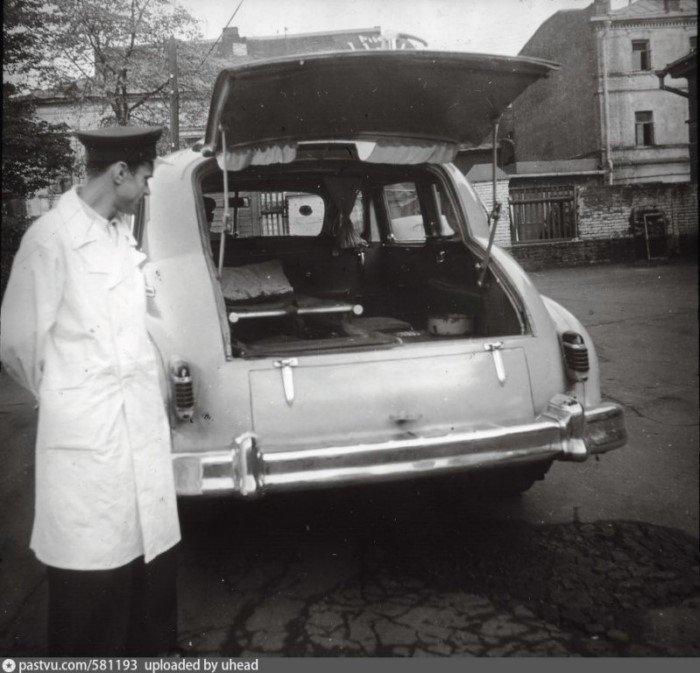 Кареты скорой помощи прошлого столетия