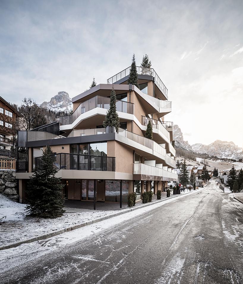 Необычный скалистый отель в Италии
