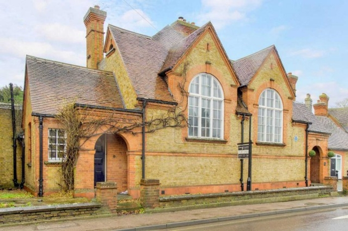 Жилой дом в бывшем полицейском участке продают за 1 млн долларов