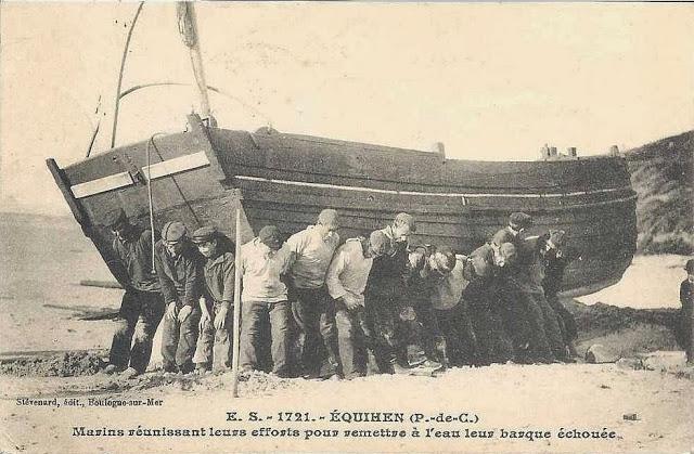 Прогулка по деревне из перевернутых лодок
