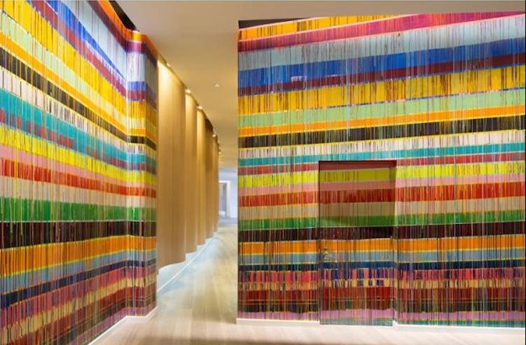 Радужные инсталляции художников-авангардистов
