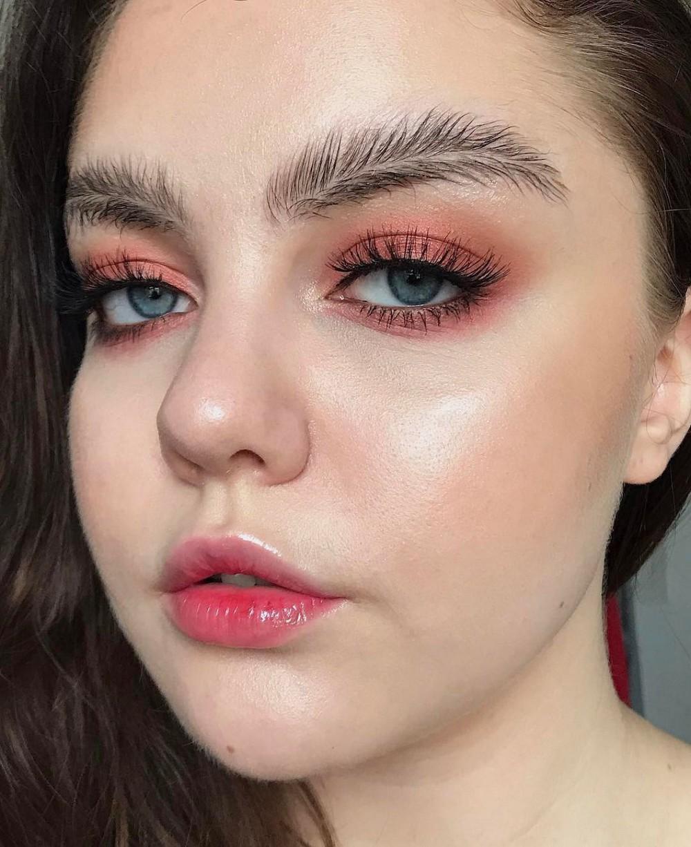 Брови-перья - новый модный тренд