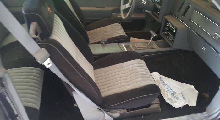 Пара автомобилей Buick Grand Nationals провела в гараже 30 лет