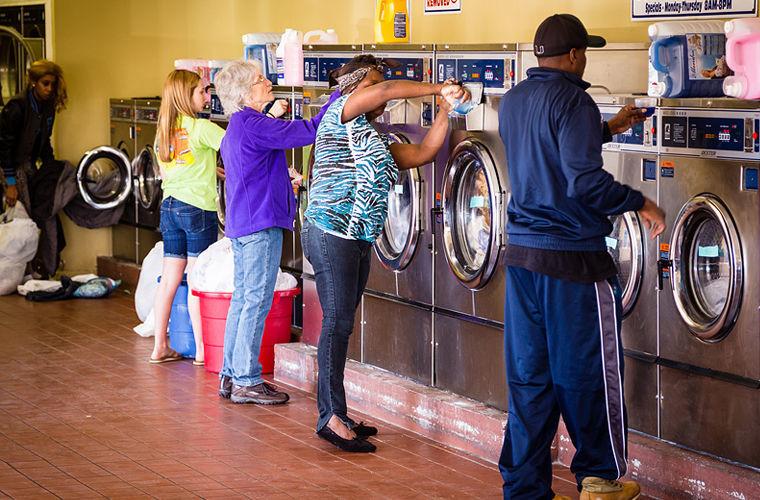 Почему в США не спадает спрос на общественные прачечные