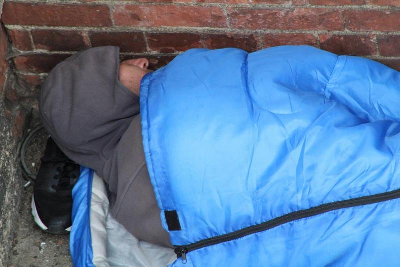 Бездомный из Лондона прославился местом для ночлега