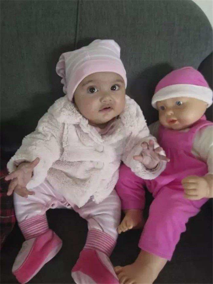 Малыши, которые нашли своих двойников в магазине игрушек