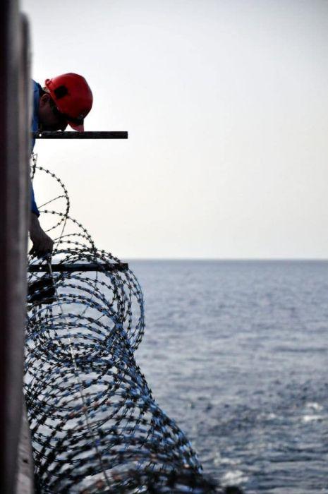 Способы защиты судна от сомалийских пиратов