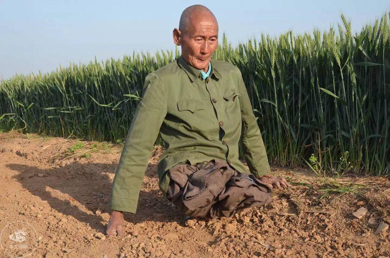 Безногий фермер всю жизнь обеспечивал семью, занимаясь сельским хозяйством