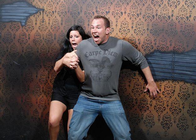 Испуг в комнате ужасов
