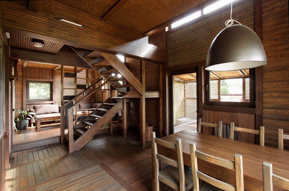 Дачный дом из дерева на берегу Волги