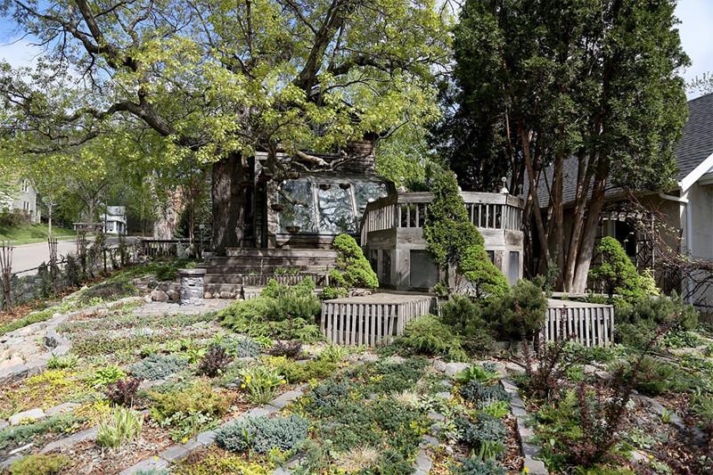 Художница за 38 лет превратила свой дом в произведение искусства