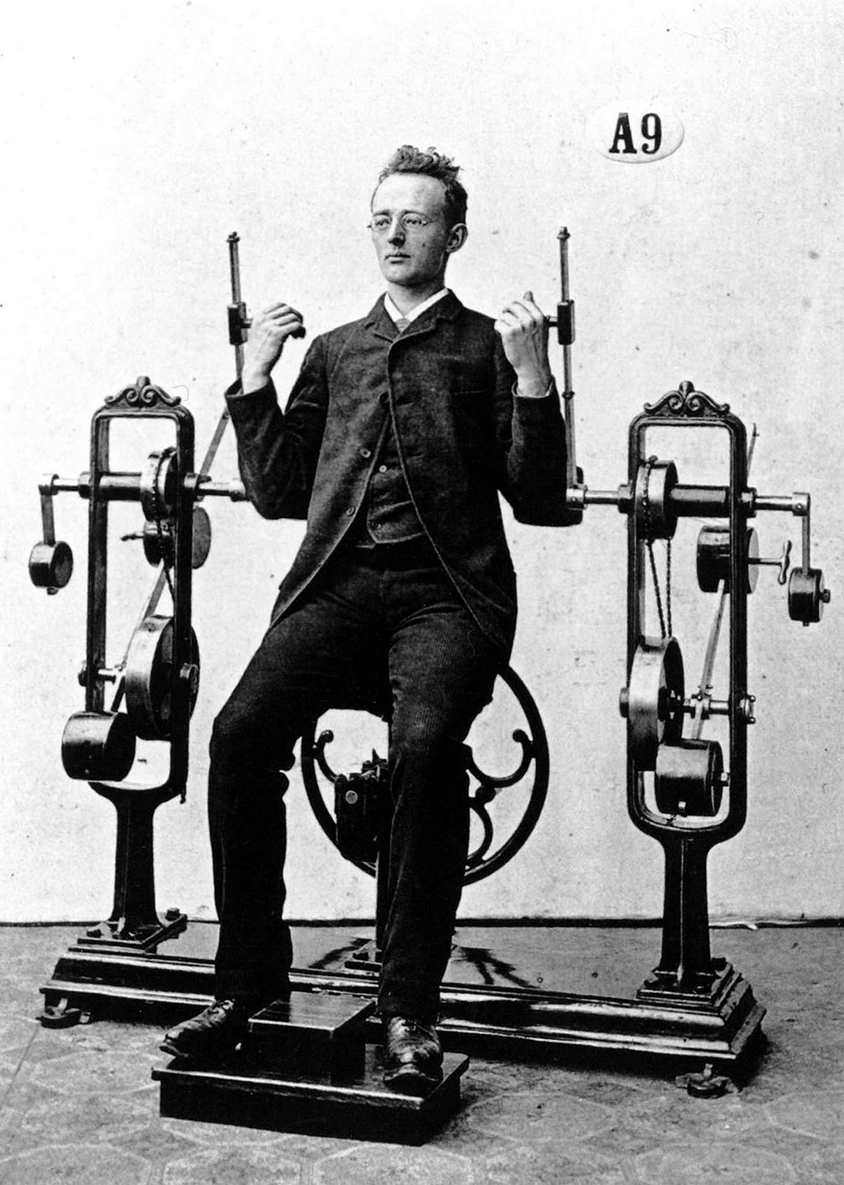 Удивительные снимки из тренажерных залов конца XIX века