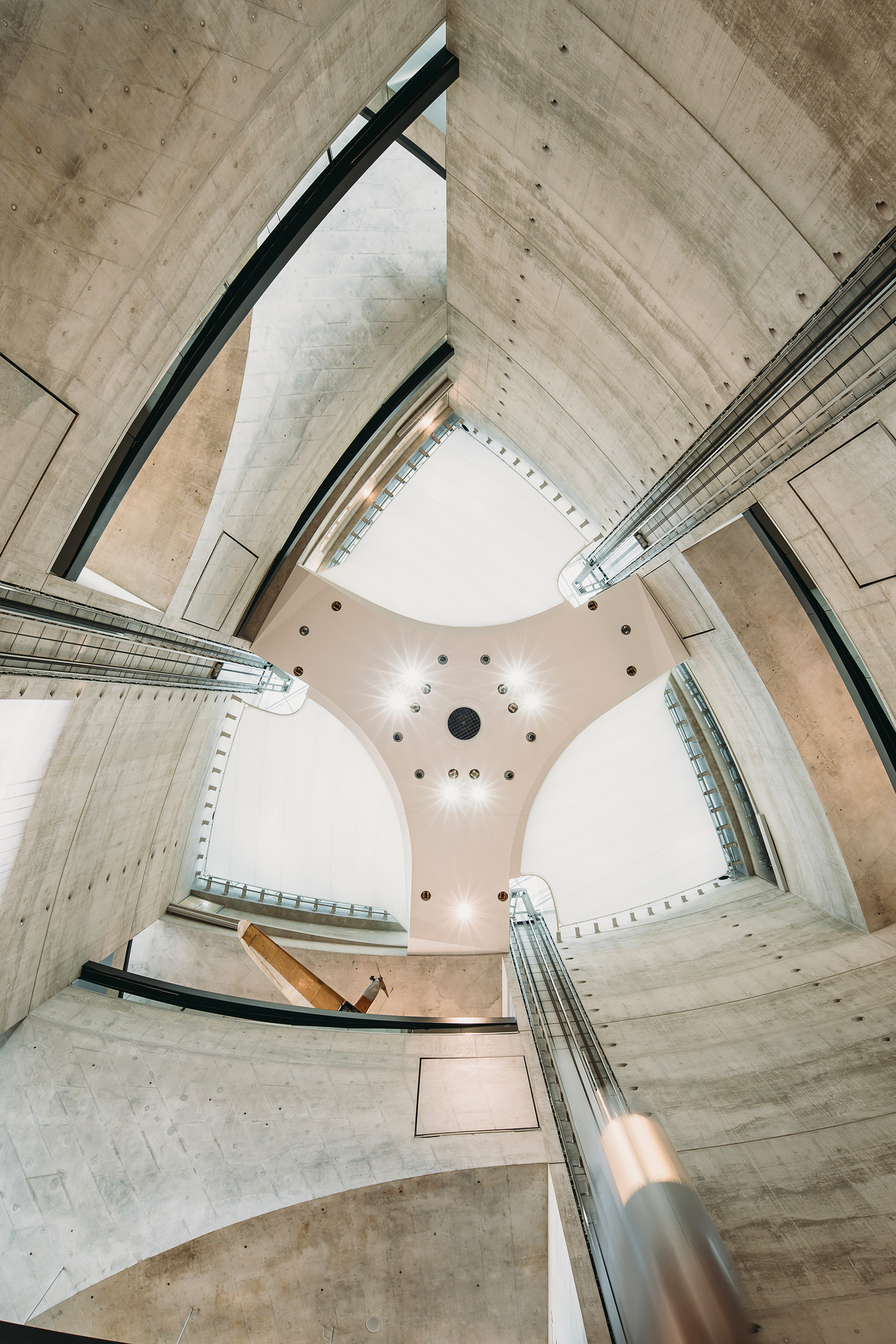 Дизайн и архитектура музея Mercedes-Benz в Штутгарте