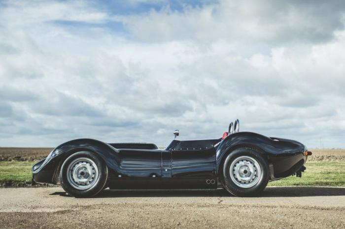 Британцы сделали из родстера 50-х дорожный автомобиль