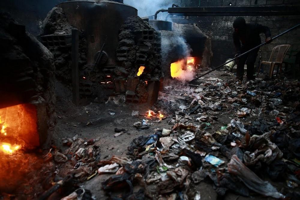 Производство топлива из пластиковых отходов в Сирии