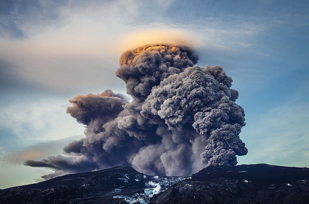 Извержения вулканов в объективе фотокамеры