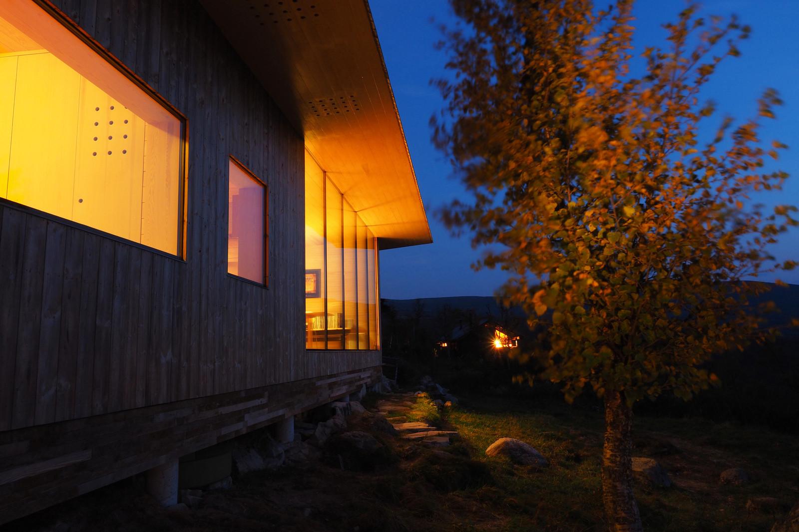 Норвежский загородный дом с видом на реку