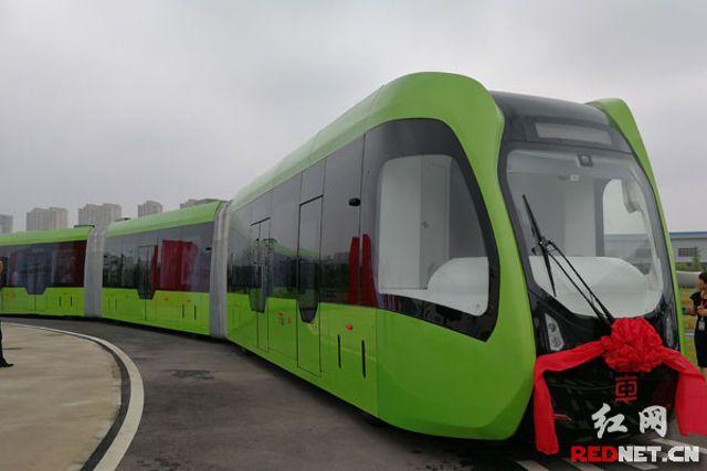 В Китае запустили трамваи на виртуальных рельсах