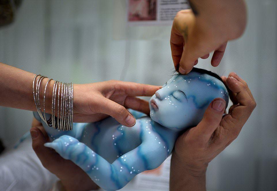 Выставка реалистичных кукол в Испании