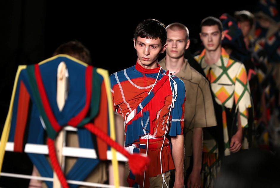 Странные наряды на Неделе мужской моды в Лондоне