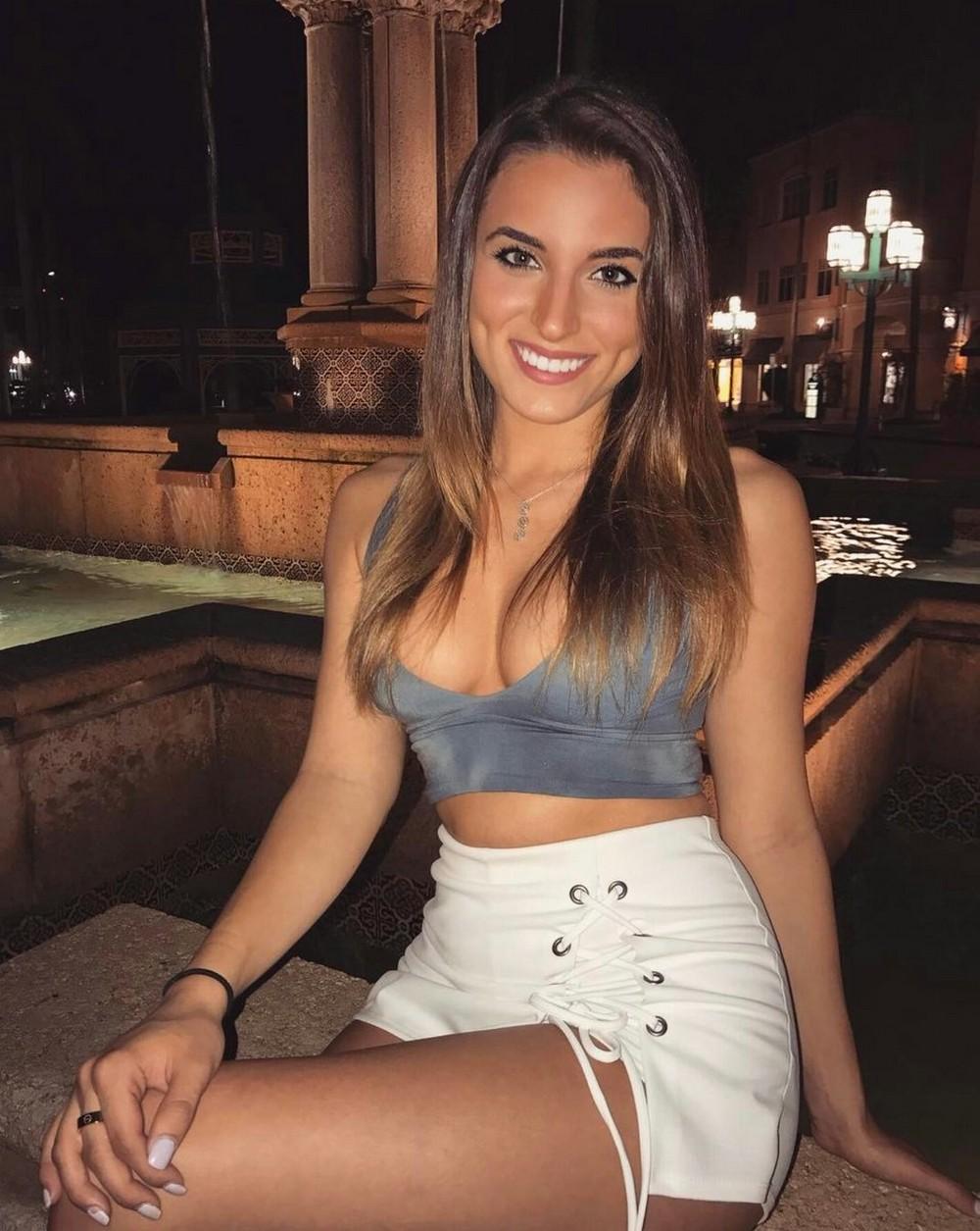секс фото 20 летний девушка огромный сиськами
