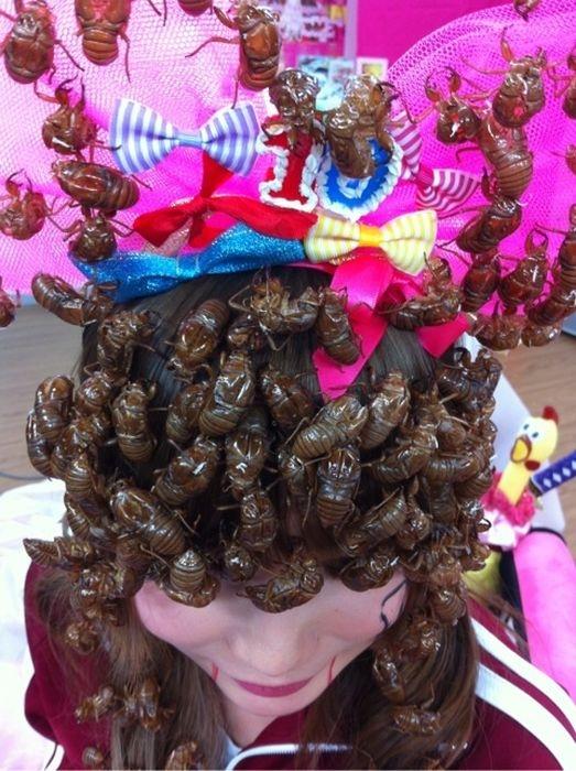 Головной убор косплейщицы из насекомых